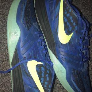 Shoes - Men's Kobe Mentality Mamba size 12